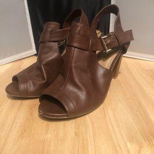 Fioni peep toe brown leather heels size 7.5